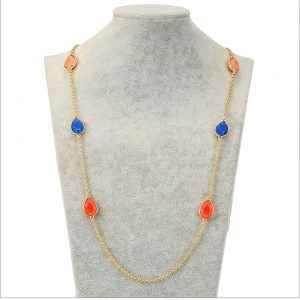 Collier, sautoir orange et bleu